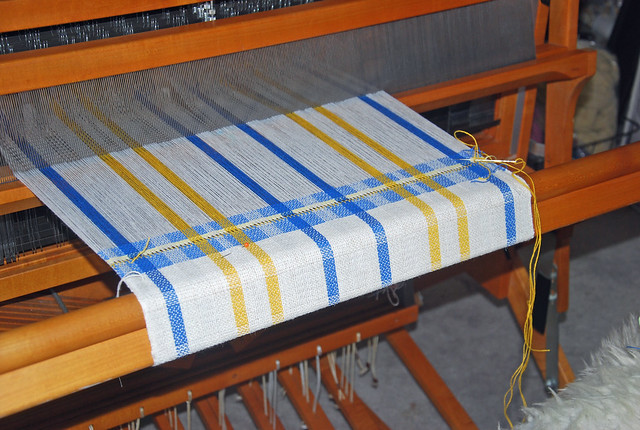Weaving two block broken twill Elin kitchen towels by irieknit