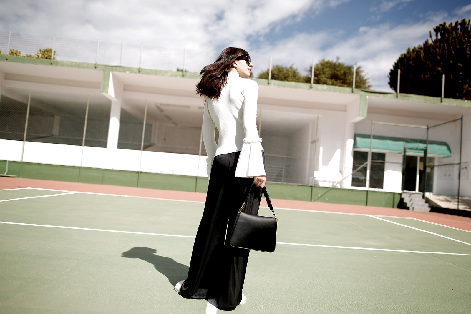 tennis edgy styling editorial photography chicwish white knit bell sleeves silk pants summer heat style céline audrey sunglasses j.w.anderson pierce bag zara sandals shadows fashionblogger outfit ootd modeblog cats & dogs ricarda schernus düsseldorf 2