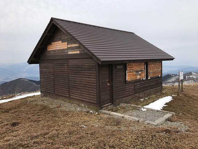 霊仙山 避難小屋