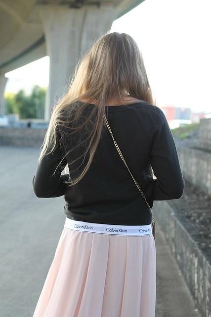 midi-skirt-and-calvin-klein-sweater-deatils-ck-wiebkembg