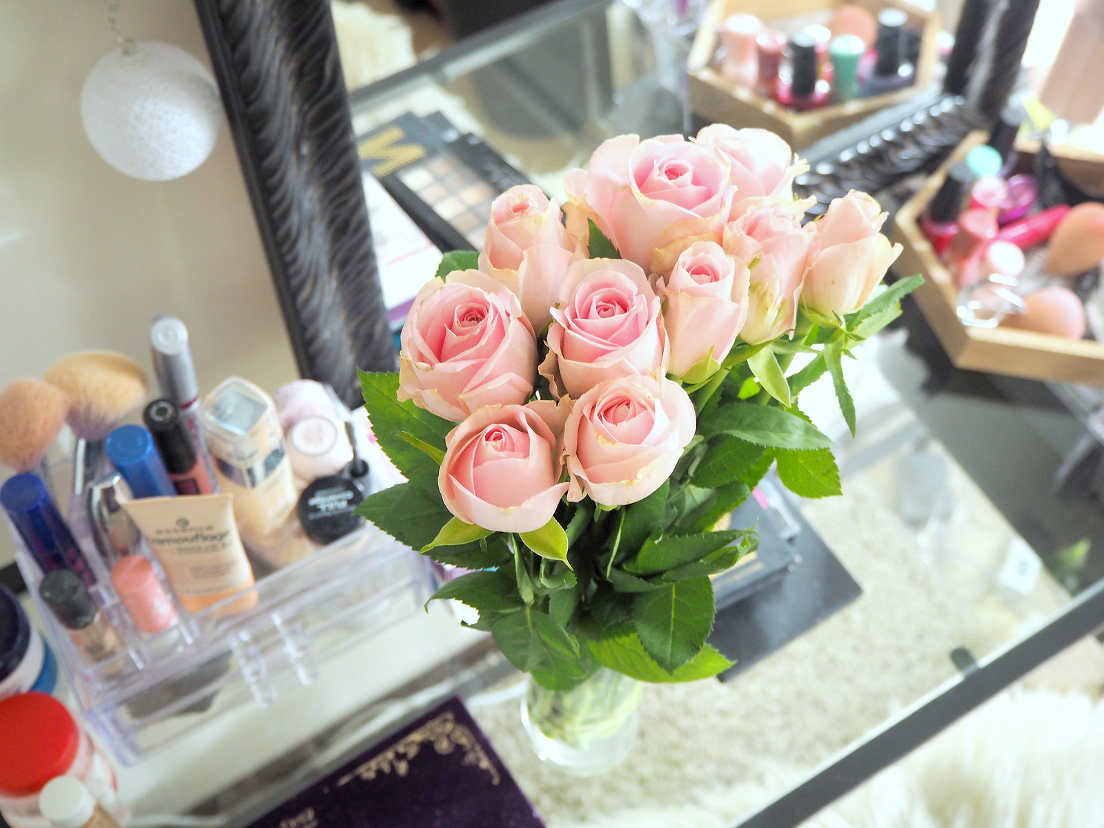 make up table pink roses