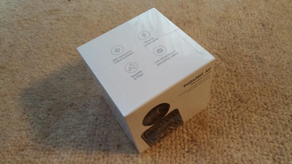 Insta360 Air のパッケージ
