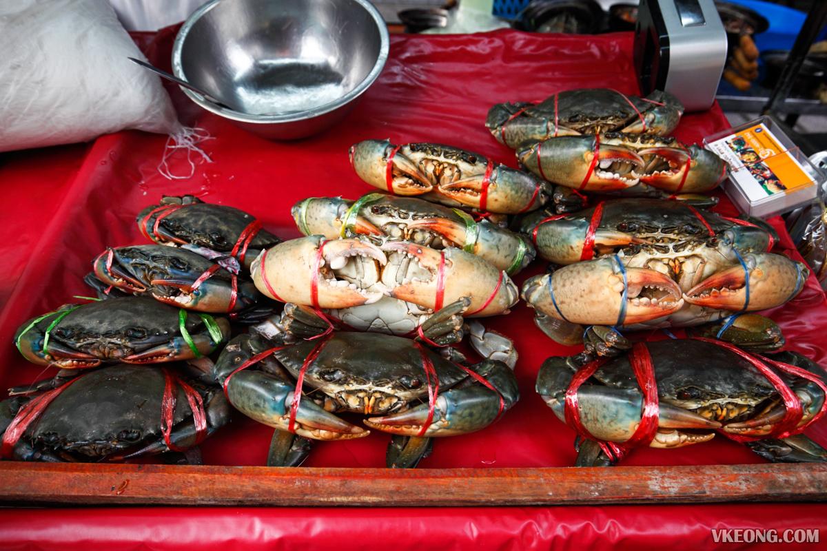 Somsak Pu Ob Live Crabs