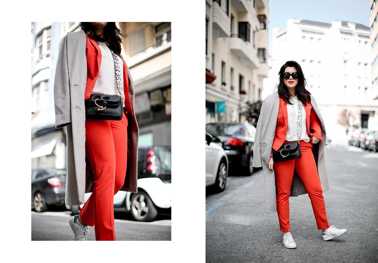 traje-rojo-redoute-jw-anderson-pierce-bag-adidas-stan-smith-streetstyle-myblueberrynightsblog13