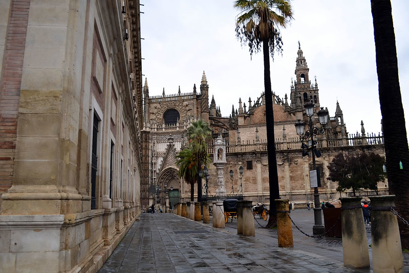 Catedral de Sevilla desde la fachada del Archivo de Indias.