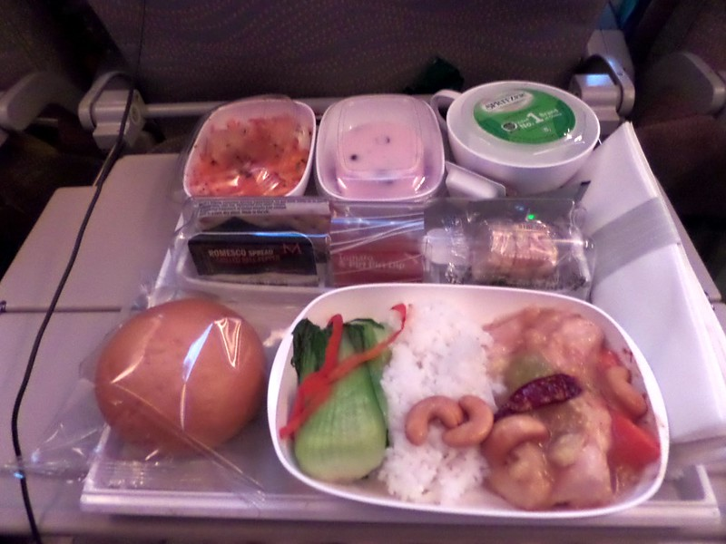 Emirates economy dinner meal between Hong Kong and Dubai