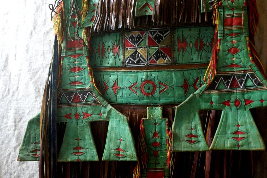Le cuir de ce sac (?) est verdi au cuivre. Musée Bert Flint à Marrakech.