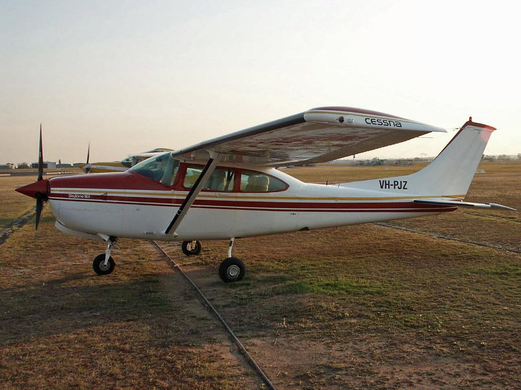 Vh Pjz Vh Pjz Cessna R182 Skylane Rg R182 01688 Archerfie Flickr