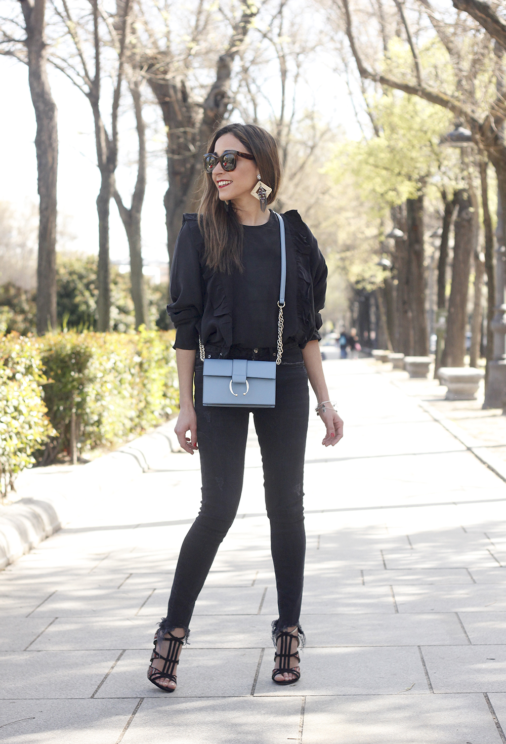 Black ruffled shirt black jeans uterqüe bag earrings sandals outfit style fashion céline sunnies spring12