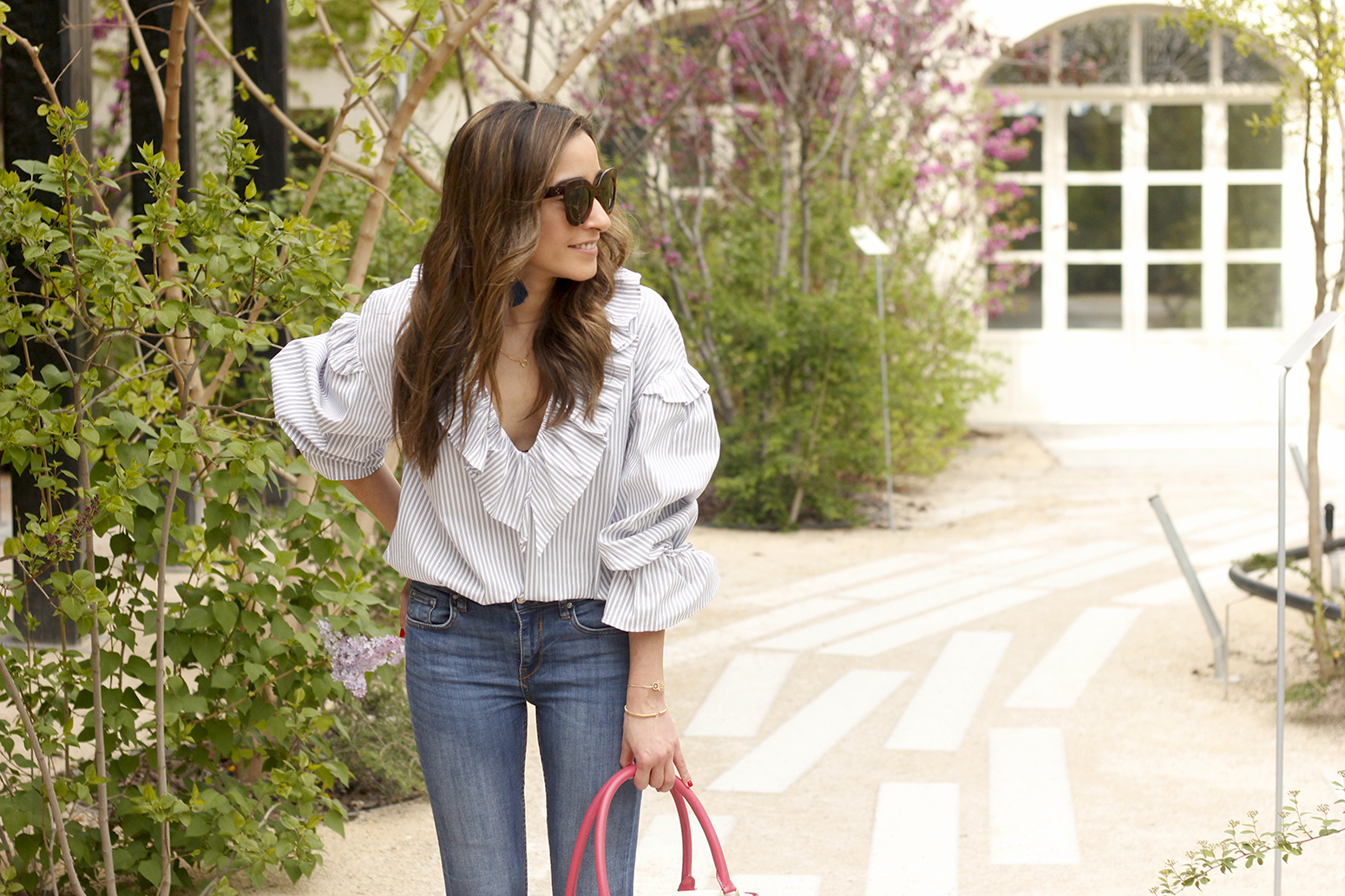 Ruffled striped shirt jeans céline sunnies sandals pamapamar bag accessories spring outfit style fashion11