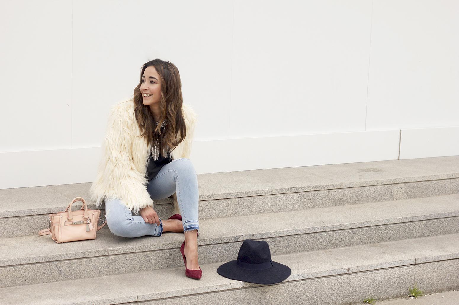Faux Fur white coat jeans uterqüe heels navy hat coach bag style fashion08
