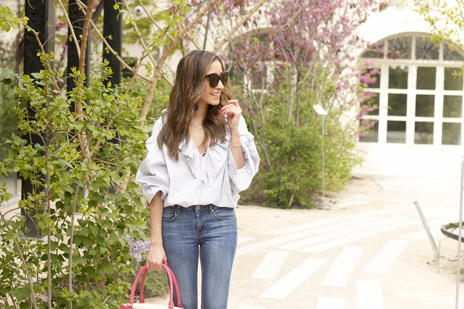 Ruffled striped shirt jeans céline sunnies sandals pamapamar bag accessories spring outfit style fashion12