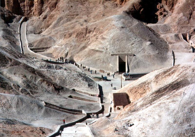 1-12-Luxor,_Tal_der_Könige_(1995,_860x605)