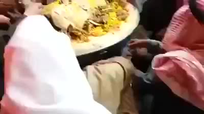 arab eating food