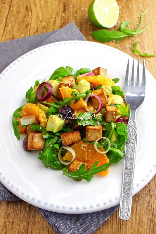 Insalata di arance, avocado e tofu