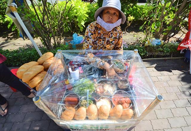 saigon food trip banh mi vendor