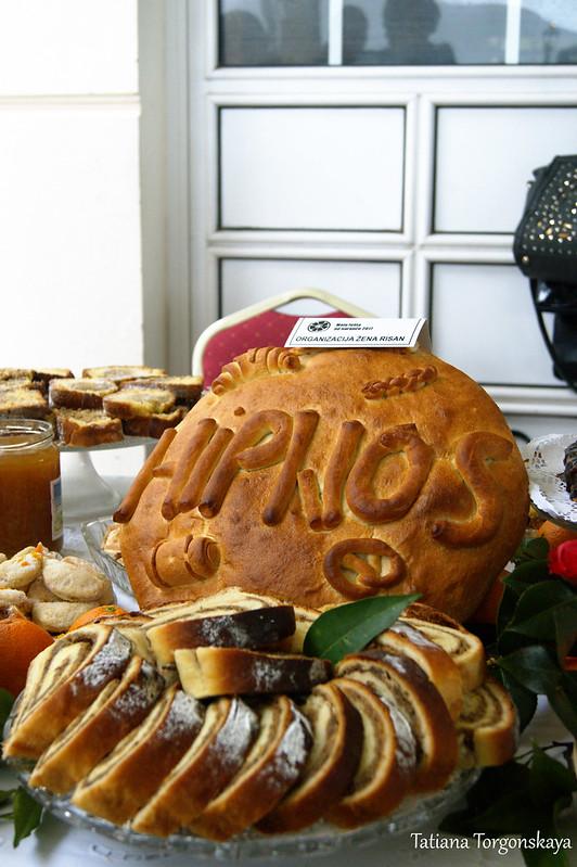 Стол с угощениями от Организации женщин Рисана