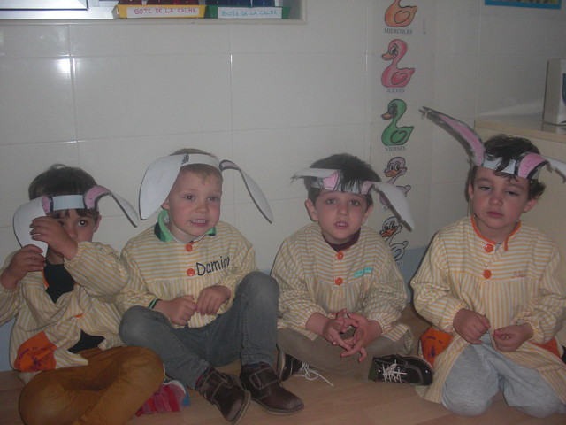 HAPPY EASTER!! We are bunnies. 1ºA/1ºB E.I.
