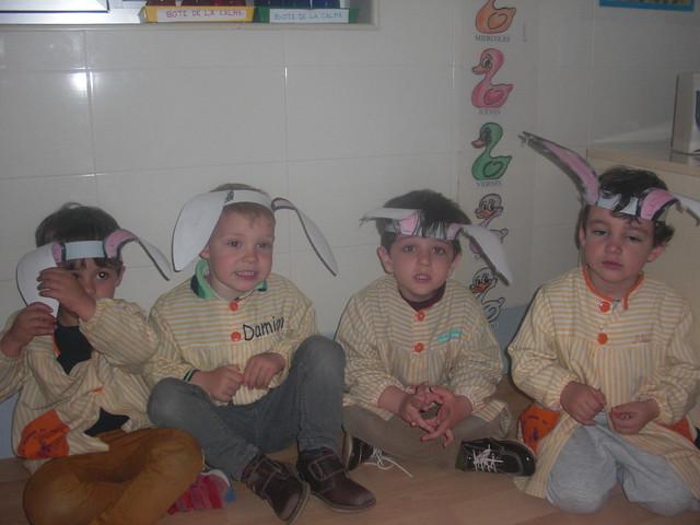 HAPPY EASTER!! We are bunnies. 1ºA/1ºB E.I.