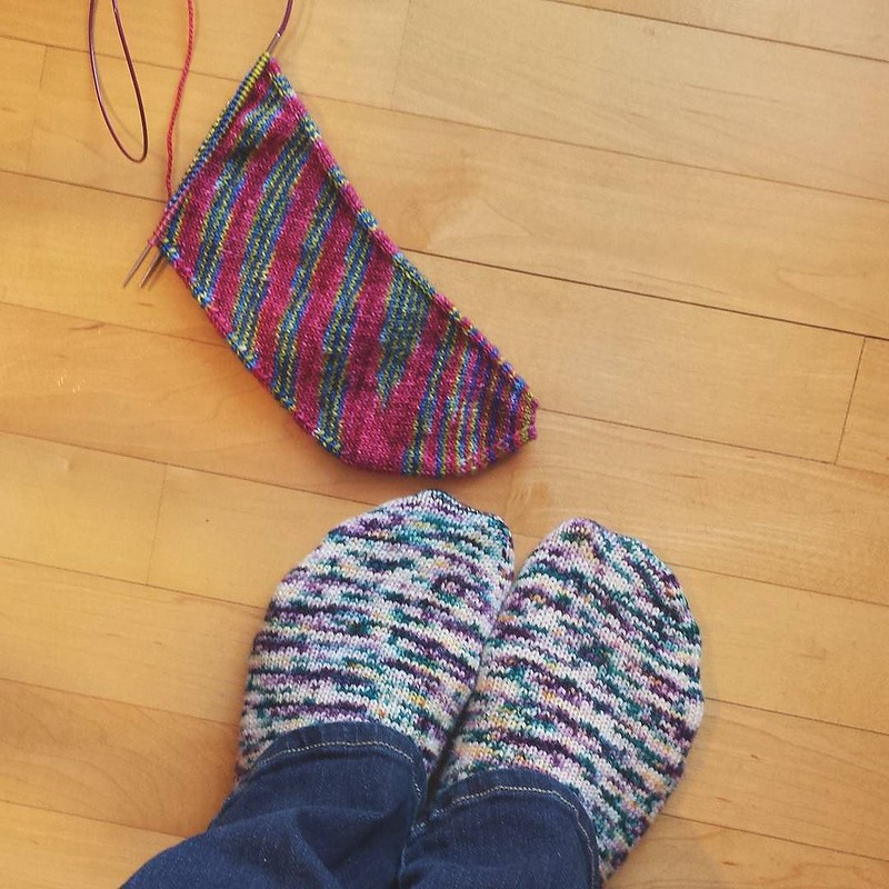 Wednesday #dailyknitsocks plus my growing Skew, this not an easy project to put down! #knittersofinstagram #socktawk #sockknittersofinstagram #sockstagram #craftastherapy #skewsmekal