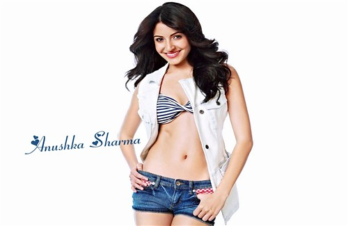 Hot Scene Of Bollywood Actress Anushka Sharma Wear Short Blue Jeans Picture Dowanload Hd Wallpapers