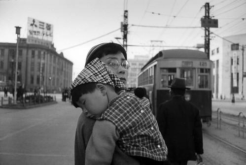 井上孝治|1957年(昭和32年)11月 博多・天神 ©井上孝治写真館