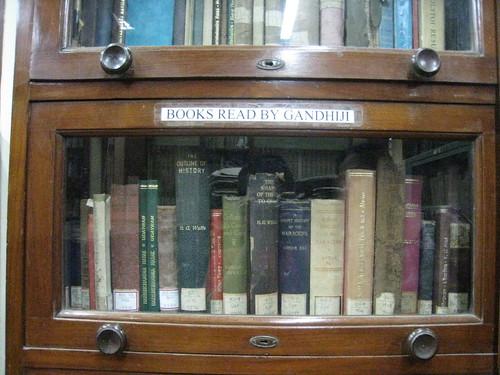 Books_read_by_Gandhi_Mani_Bhavan_Mumbai