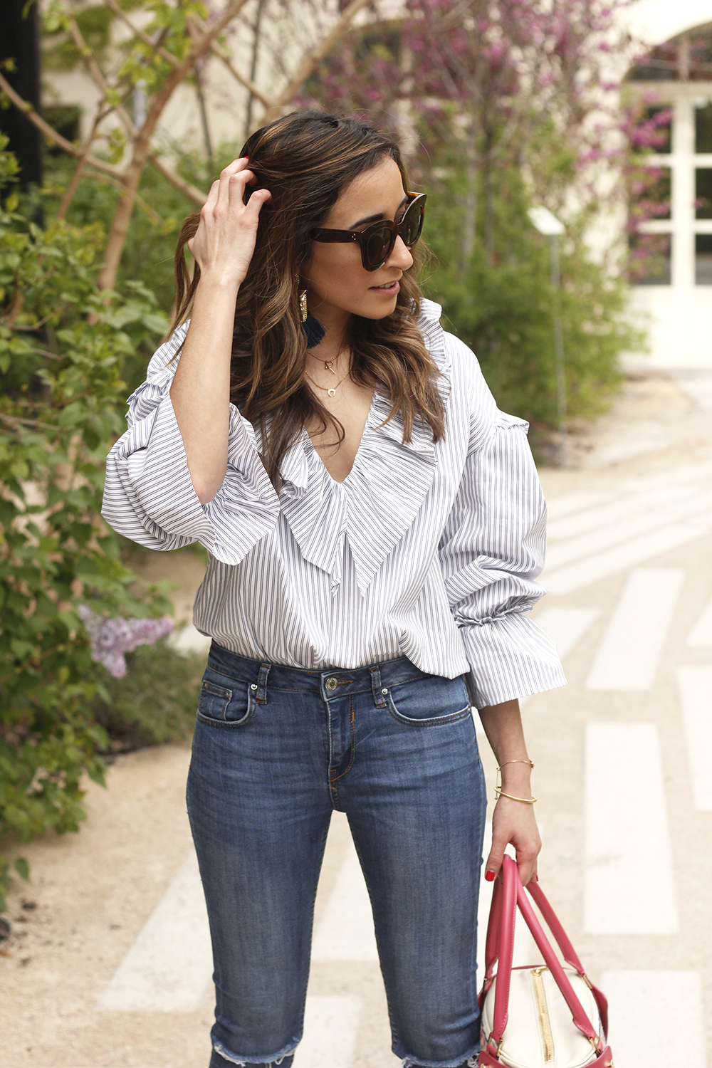 Ruffled striped shirt jeans céline sunnies sandals pamapamar bag accessories spring outfit style fashion09