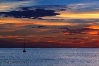 Sunset with lonely yacht | by forum.linvoyage.com