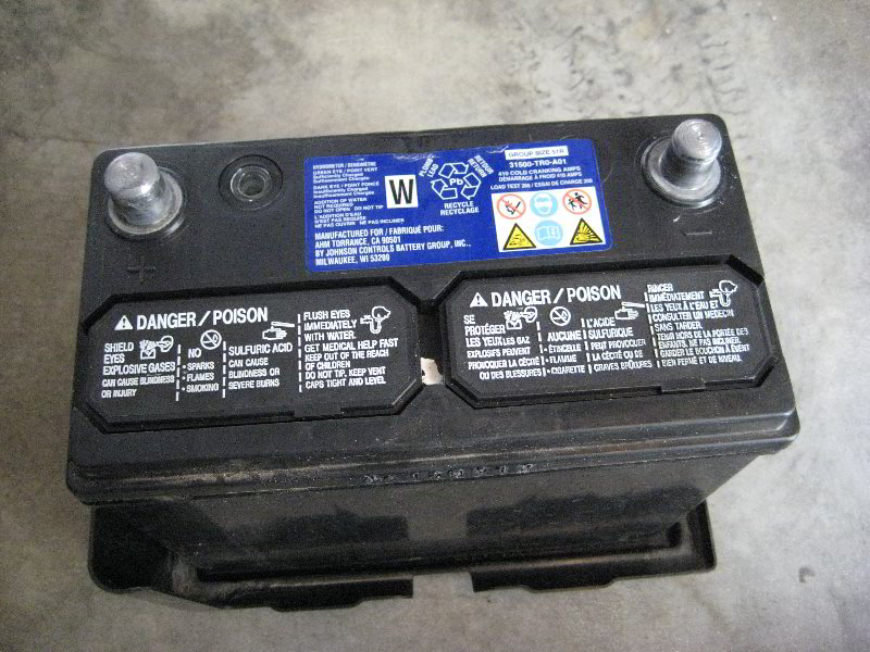 ... 2013 Honda Civic LX Sedan   OEM 12V (12 Volt) Automotive Battery  Removed