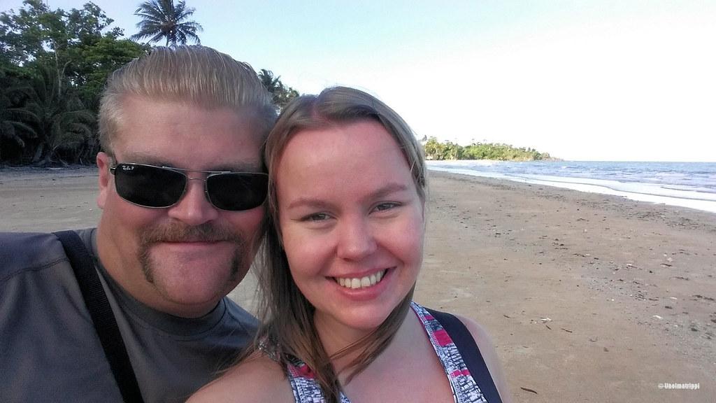 Hemmo ja Jenni Mission Beachillä Australiassa