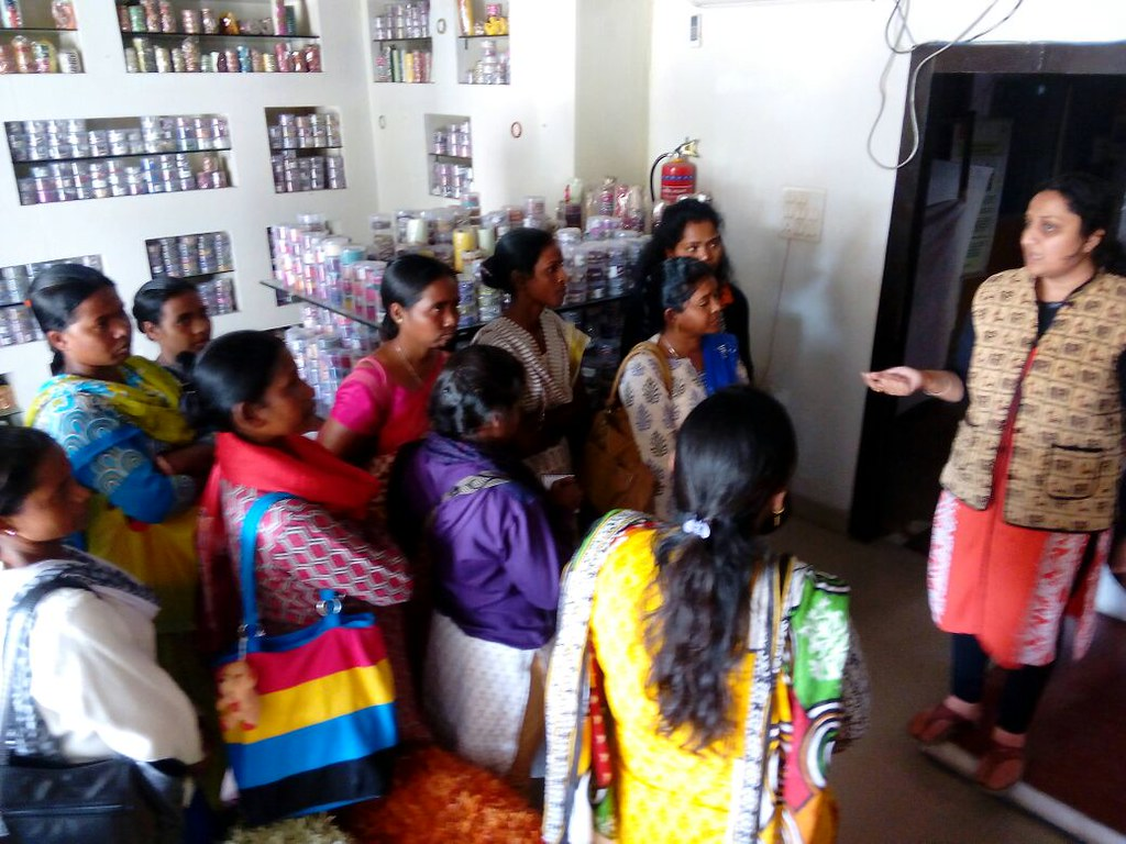 2017-2-16 India: Domestic workers' visit to the cooperative