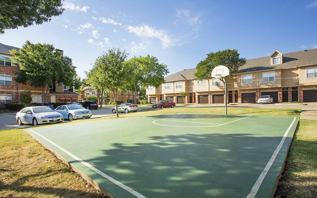 Verandah-At-Valley-Ranch-Apartments-Irving-TX-Basketball-C… | Flickr