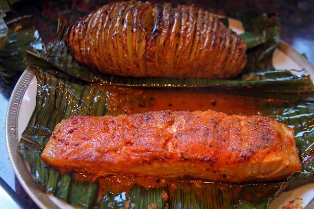 Salmon a la hoja de bananero con salsa de maracuya (39)