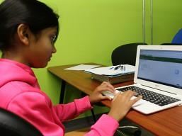 girl_at_computer