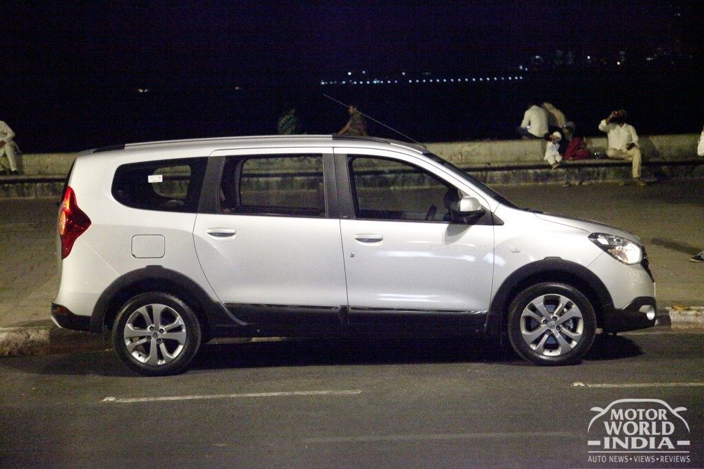 2017-Renault-Lodgy-Stepway-Side (2)