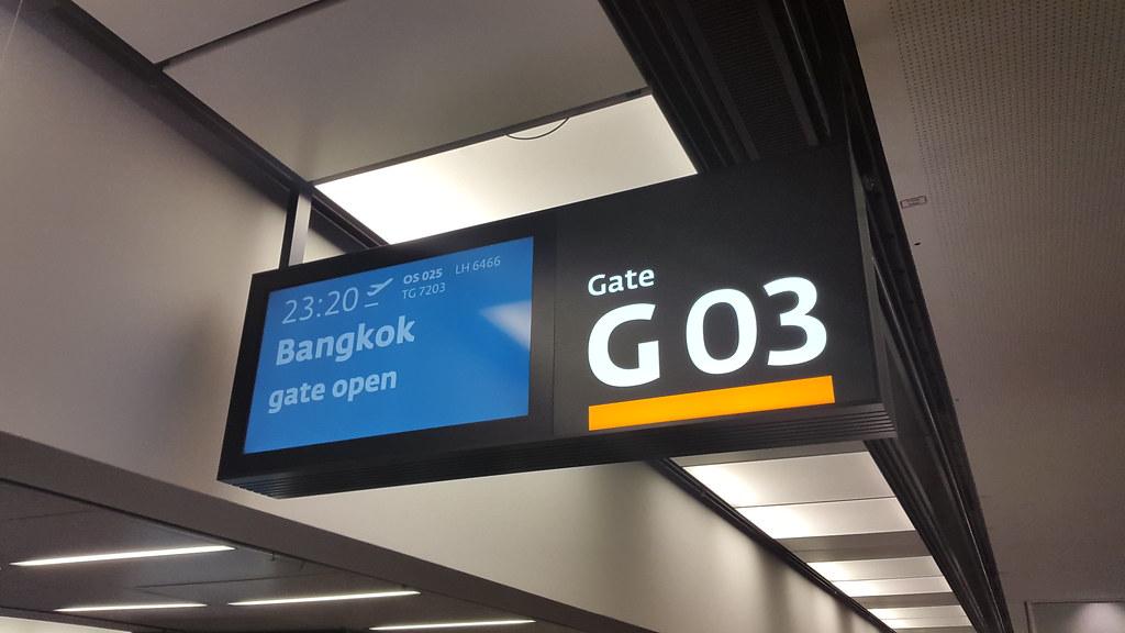 Airport Vienna, Gate 03, Flight to Bangkok/Thailand