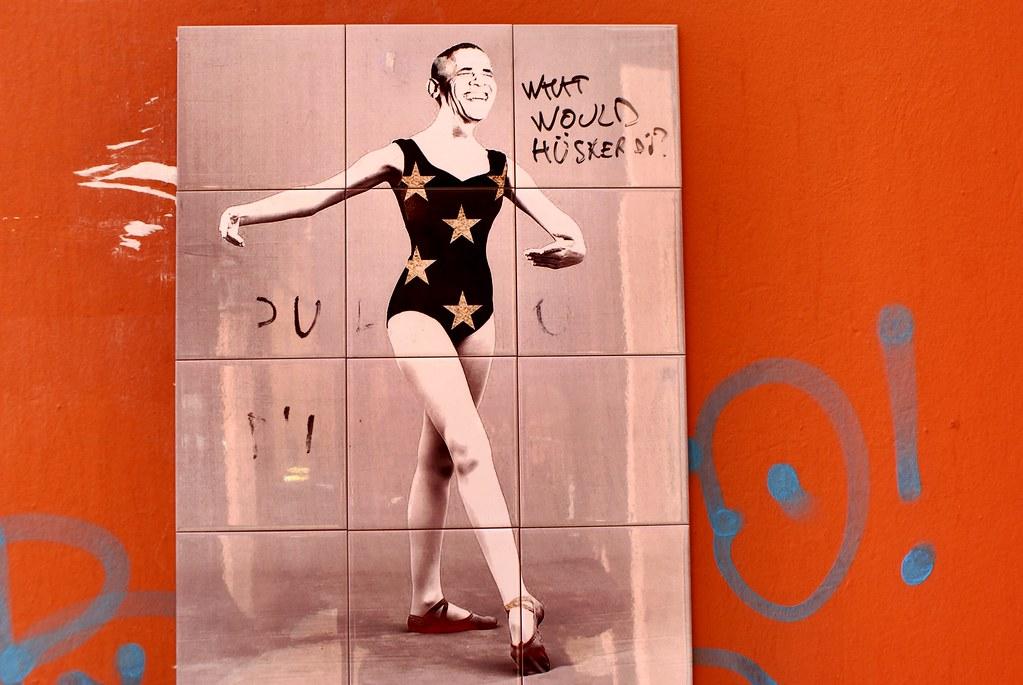 Obama la danseuse, dommage que le prix Nobel ne se soit pas plus préoccupé de la paix dans le monde. Collage à Bologne.