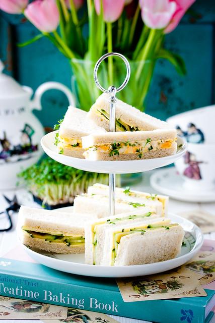 Sandwiches mit Eiercreme und Kresse/Sandwiches mit marinierter Gurke und Yuzu-Butter