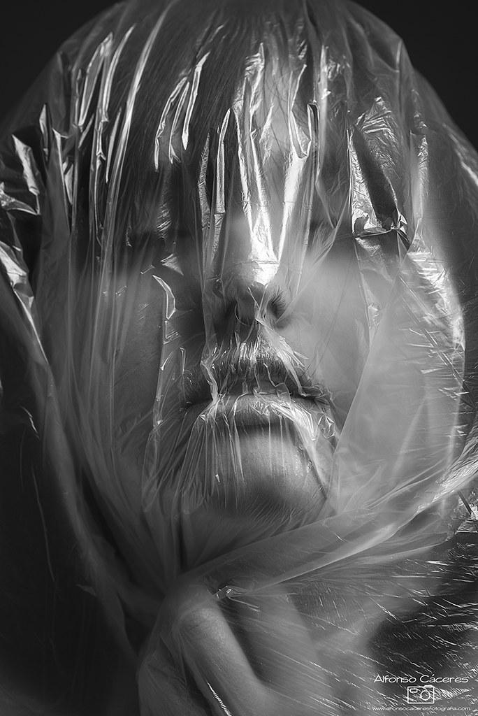 Znalezione obrazy dla zapytania: foliówka na głowie duszenie