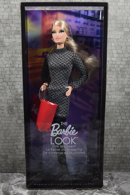 2012 Barbie The Look City Shopper X8258 (2)