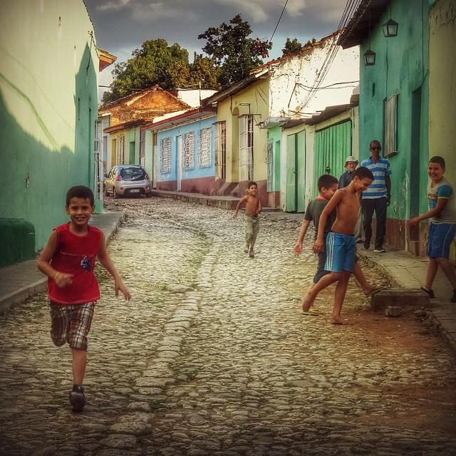 Ninos Cubanos Jugando En La Calle Javier Ignacio Acuna Ditzel Flickr