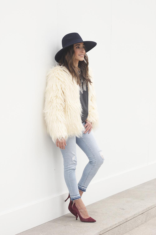 Faux Fur white coat jeans uterqüe heels navy hat coach bag style fashion11