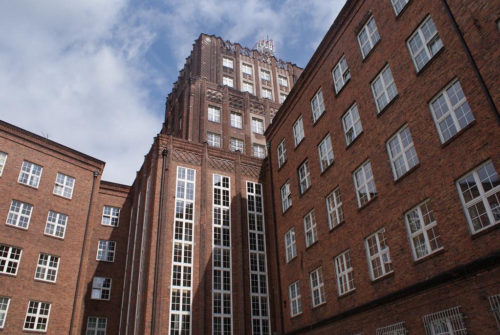 Le batiment de la Poste, premier gratte ciel de Wroclaw.