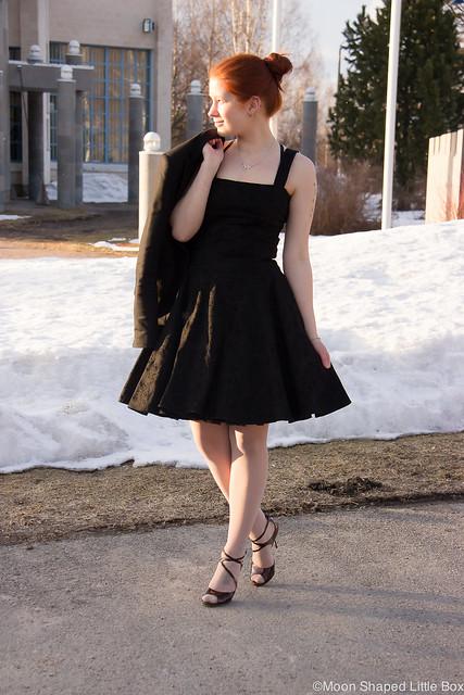 PäivänAsuKellomekkoOOTDMyStyleFashionBlog-15 Collectif kellomekko L.K. Bennett highheels shoes kengät korkokengät tyyli blogi tyyliblogi muotiblogi bloggaaja kalevala koru fashion spring looks 2017