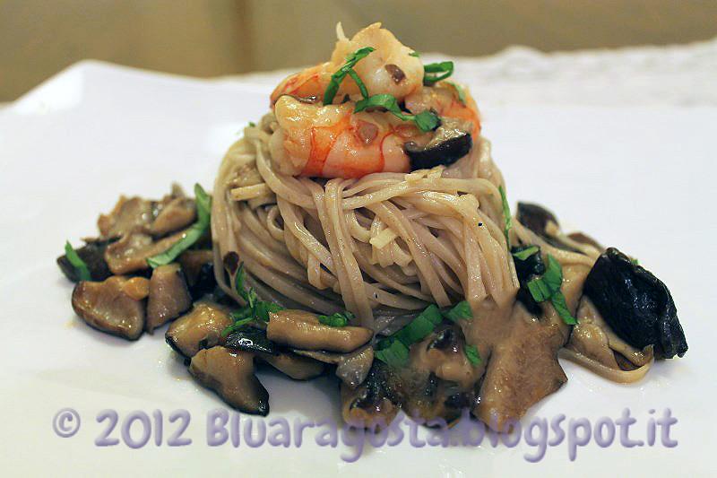 3-noodles ai funghi shiitake e gamberi