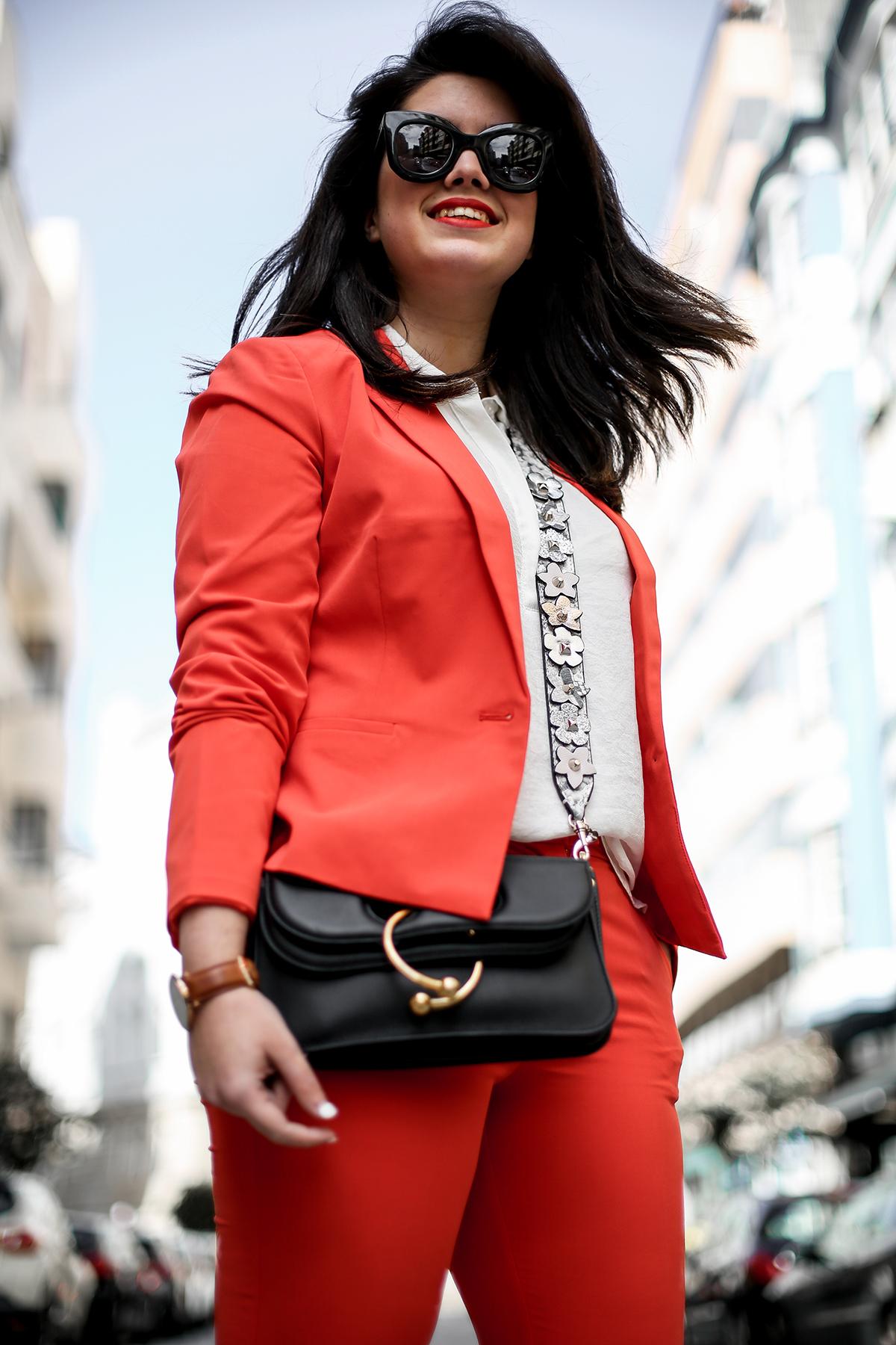 traje-rojo-redoute-jw-anderson-pierce-bag-adidas-stan-smith-streetstyle-myblueberrynightsblog1
