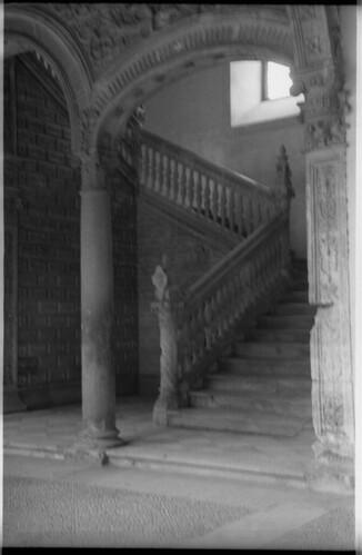 Escalera del hospital de santa cruz en toledo a mediados d for Escaleras toledo