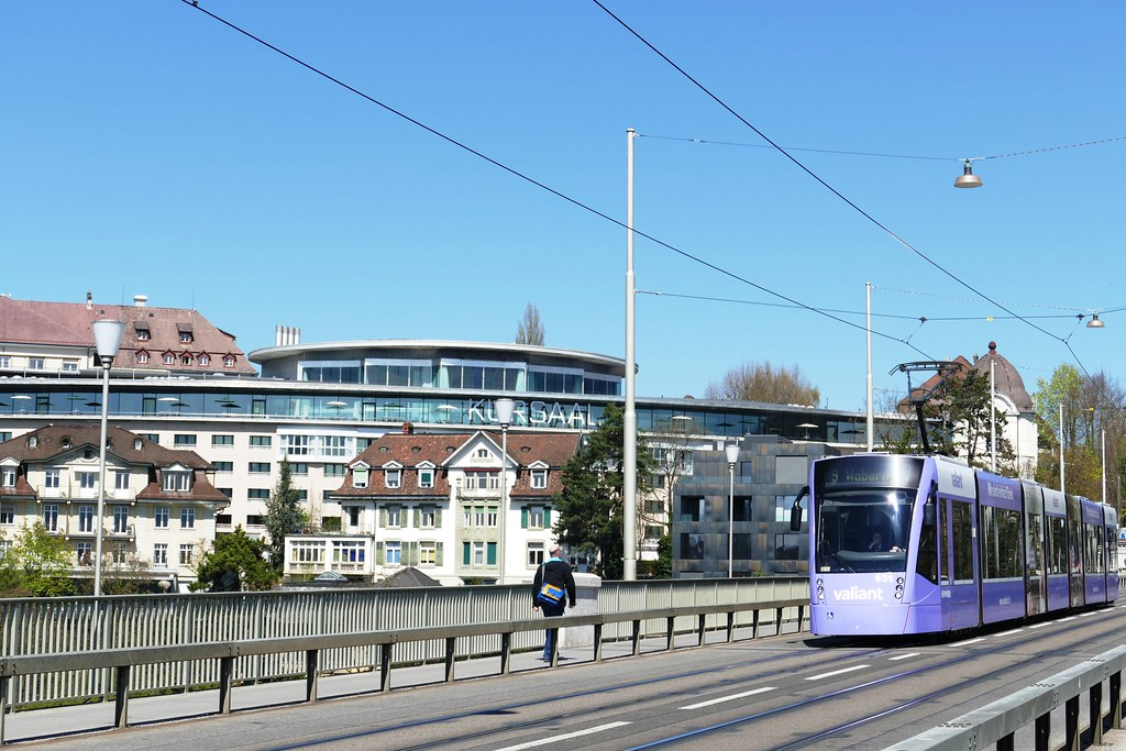 Kornhausbrücke Bern: Tram und Kursaal (Grand Casino)