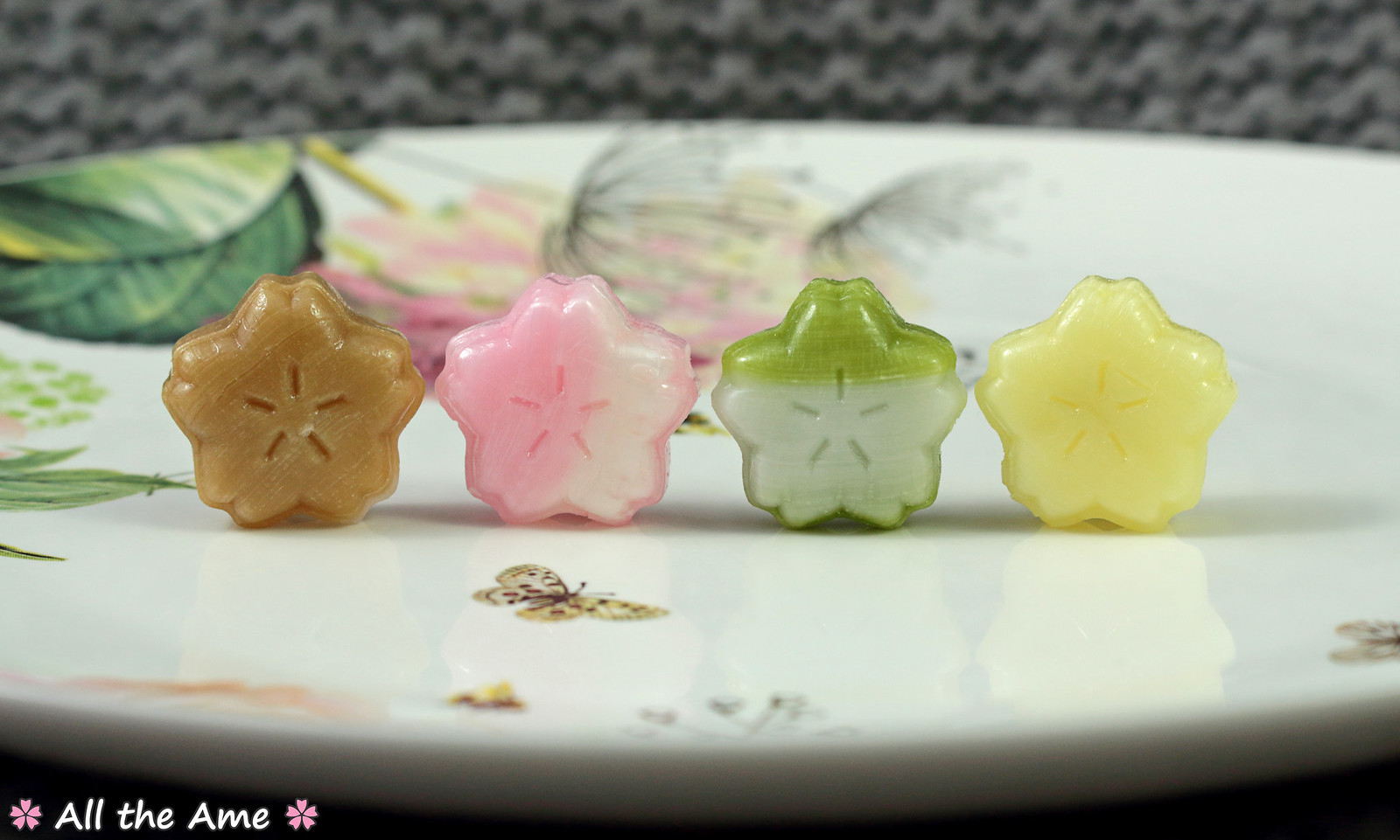 Sakura Saku Latte Candies wm